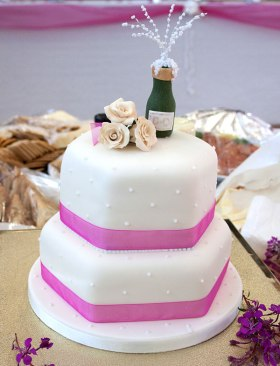 Celebrate-Cakes-Debbie's-wedding-cake