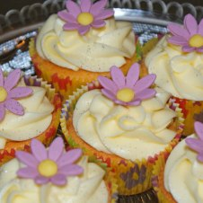 Celebrate-Cakes-Lilac-daisies