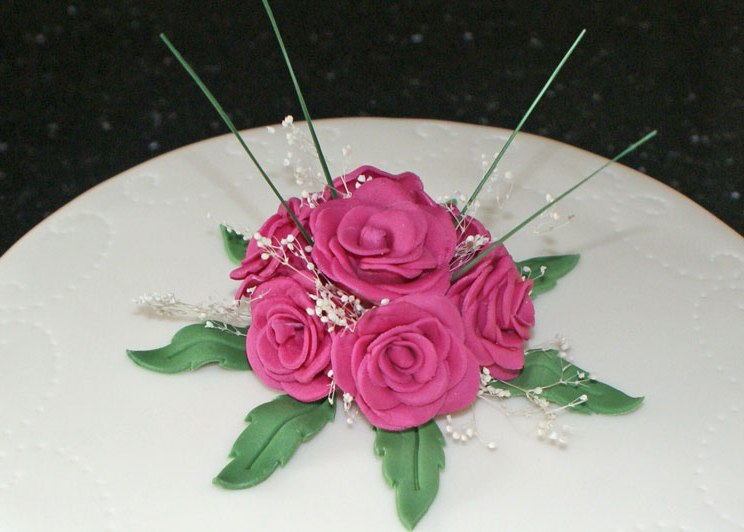 Celebrate-Cakes-Margaret-rose-posy