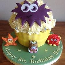 Celebrate-Cakes-Moshi-Giant-Cupcake